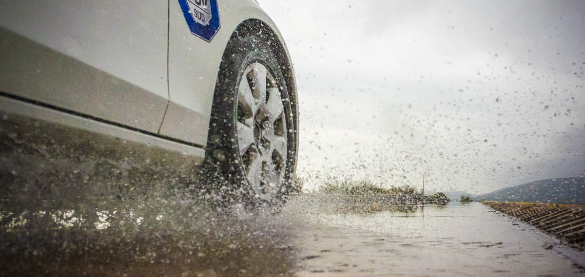 Driving in Wet Conditions - Banner 1